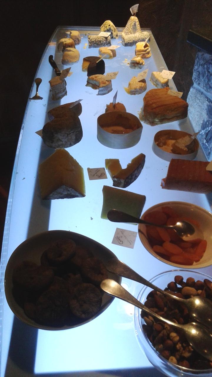Mesa de quesos artesanos.